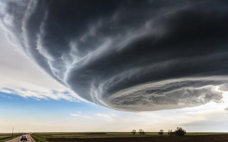 gran nube sobre un bonito paisaje de Marko Korošec