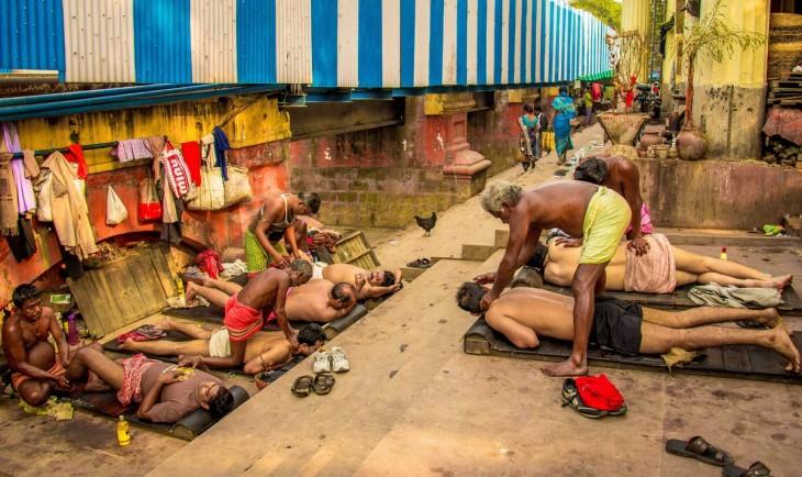 Masaje por la mañana de Arunava Bhowmik